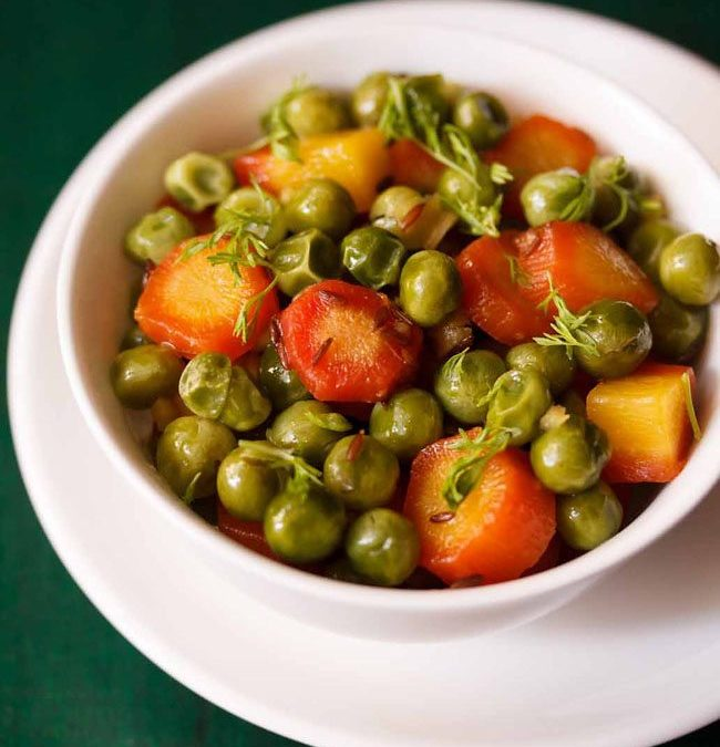 Gajar Matar ki Sabji (Carrots and Green Peas)